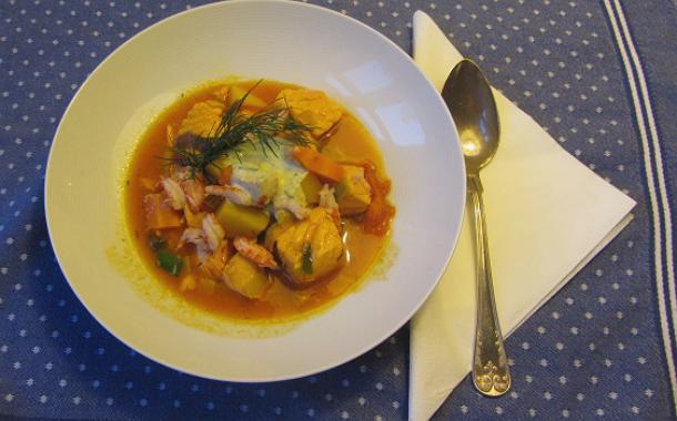 Populär saffransdoftande fiskgryta i matlaget