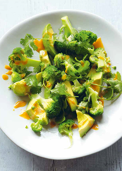 Broccoli- och avocadosalad. Foto: Clare Winfield